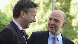 Le président de l'Eurogroupe Jeroen Dijsselbloem et le commissaire européen aux Affaires économiques et monétaires Pierre Moscovici, au Luxembourg le 15 juin 2017.