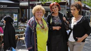 """Le collectif des """"Femmes sans voile"""", à Aubervilliers, le 9 juillet 2015. De gauche à droite : Josiane Doan, Nadia Benmissi et Nadia Ould Kaci."""