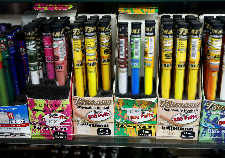 Foto de archivo. Los productos de Vaping se exhiben para la venta en una tienda en Manhattan en la ciudad de Nueva York, Nueva York, EE. UU., 6 de febrero de 2019.