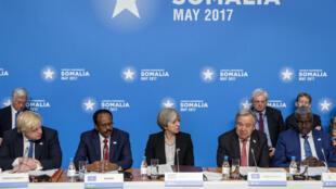 La Première ministre britannique, Theresa May, lors de la conférence sur la Somalie de Londres avec le président Mohamed Abdullahi Mohamed, le 11 mai 2017.