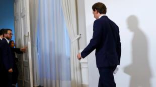En Viena, Austria, el canciller Sebastian Kurz se retira luego de anunciar a los medios el sábado 18 de mayo de 2019 que pidió al presidente que convoque a elecciones anticipadas.