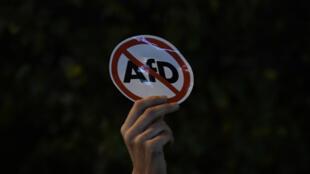 """تظاهرات في العديد من المدن الألمانية احتجاجا على فوز حزب """"البديل لألمانيا"""" اليميني المتشدد بعشرات المقاعد في البرلمان"""