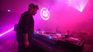 El dj francés The Hacker, durante la inauguración de la segunda edición del festival Nuits Sonores en Bogotá.