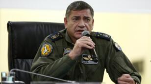 El jefe del Comando Conjunto de las Fuerzas Armadas ecuatorianas, César Merizalde, habla durante una rueda de prensa en la que confirma la reanudación de las operaciones en la frontera con Colombia, en Quito, Ecuador, el 15 de abril del 2018.