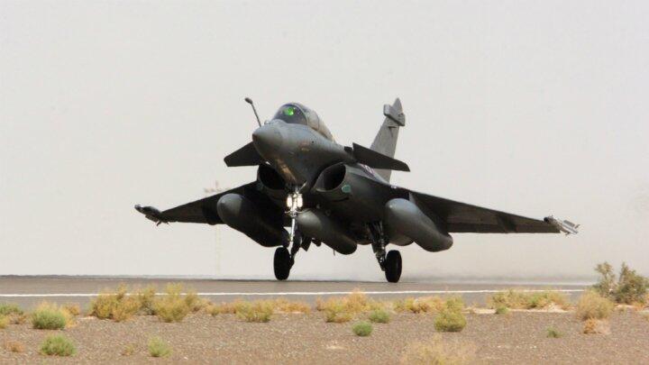 طائرة رافال فرنسية تنطلق في مهمة استطلاع في سوريا