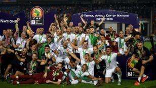 المنتخب الجزائري يحتفل بتتويجه بطلا لكأس الأمم الأفريقية 19 يوليو/تموز 2019