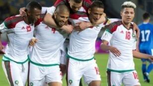 لاعبو المغرب يحتفلون بفوزهم على أوزبكستان في مباراة ودية بالدار البيضاء في 27 آذار/مارس 2018
