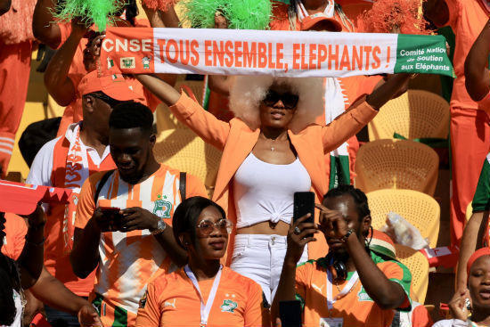 حضور مميز لجماهير الأفيال في المدرجات