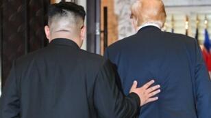 Donald Trump et Kim Jong-un lors du sommet de Singapour, le 12 juin 2018.
