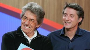 """Philippe Gildas (à gauche) a animé sur Canal+ l'émission """"Nulle part ailleurs"""" qui a révélé Antoine de Caunes (à droite)."""