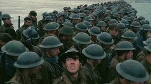 Un extrait du film montrant des soldats britanniques qui attendent d'embarquer à Dunkerque.