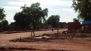 Samedi matin, les militaires maliens bloquaient toujours l'entrée de l'hôtel Byblos où a eu lieu la prise d'otages.
