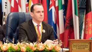 El enviado de Estados Unidos a la coalición contra el Estado Islámico, Brett McGurk, asiste a la Conferencia Internacional de Kuwait para la Reconstrucción de Irak, en Bayan, Kuwait, 13 de febrero de 2018.