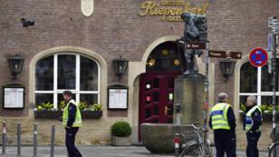 Une camionnette a foncé sur les clients du café Grosser Kiepenkerl, dans le centre historique de Münster, le 7 avril 2018.