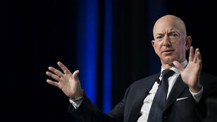 Le fondateur d'Amazon Jeff Bezos accuse le National Enquirer de chantage.