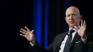 Le fondateur d'Amazon Jeff Bezos accuse le National Enquirer de chantage.