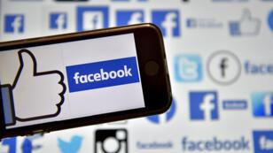 Parmi les données de 50 millions d'utilisateurs Facebook récupérées par Cambridge Analytica, il y a celles du juriste David Carroll qui a déposé plainte contre la société britannique.