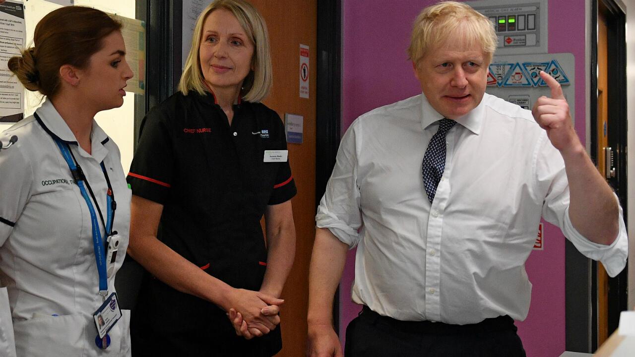 Le Premier ministre britannique, Boris Johnson, lors d'une visite à l'hôpital King's Mill de Mansfield, le 8 novembre 2019.