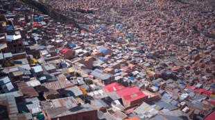 Algunos barrios de la ciudad de La Paz vistos desde El Alto, Bolivia, el 3 de octubre de 2019.