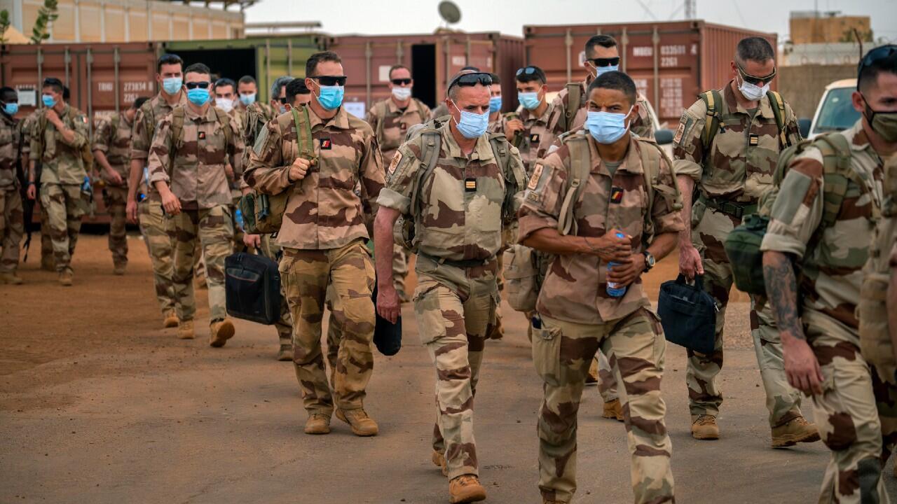 Des soldats français de l'opération Barkhane quittent la base de Gao, au Mali, mercredi 9 juin 2021.