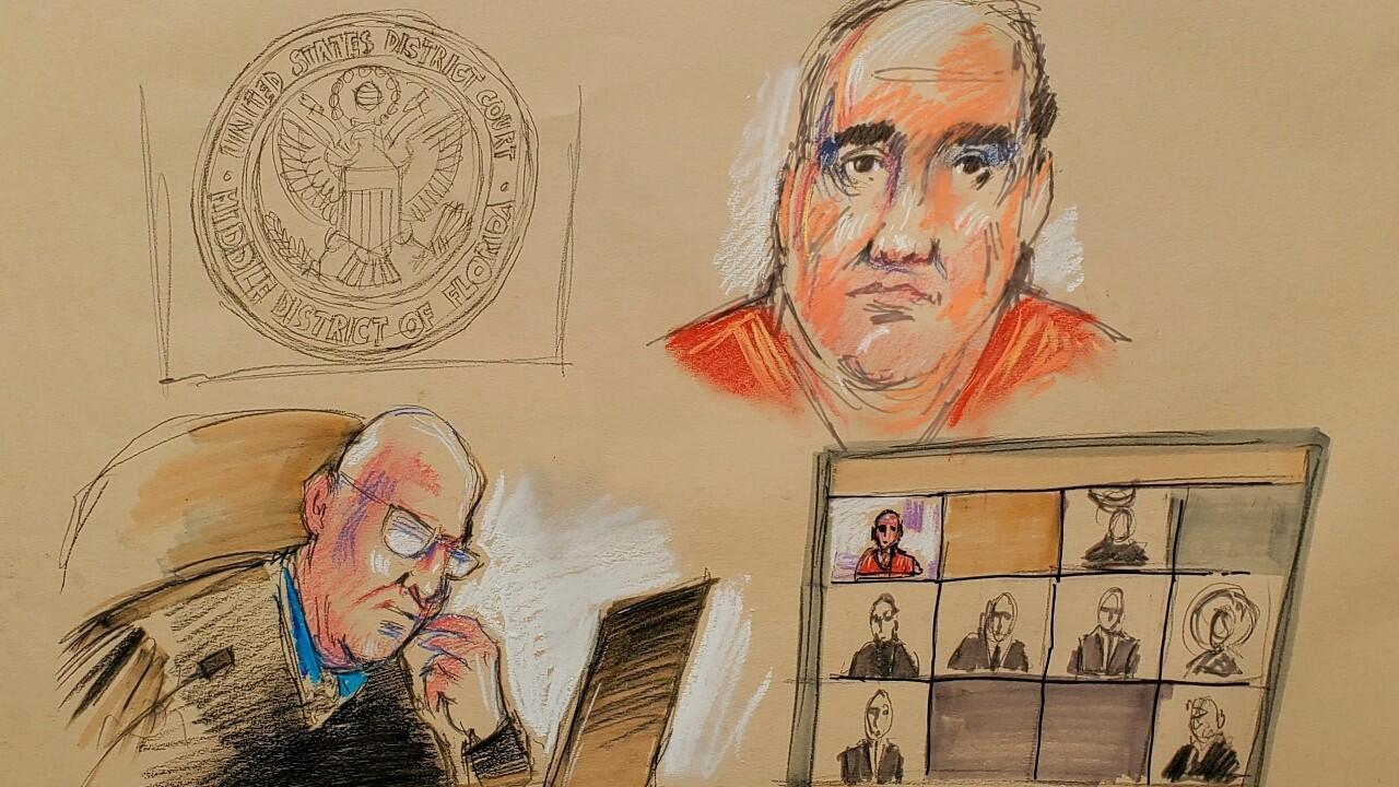 Álex Saab, un hombre de negocios acusado de lavar dinero en nombre del Gobierno de Venezuela, se presenta ante el juez magistrado estadounidense John J. O'Sullivan por enlace de video durante su lectura de cargos en un tribunal federal en Miami, Estados Unidos, el 18 de octubre de 2021 en un boceto de la sala de audiencias.