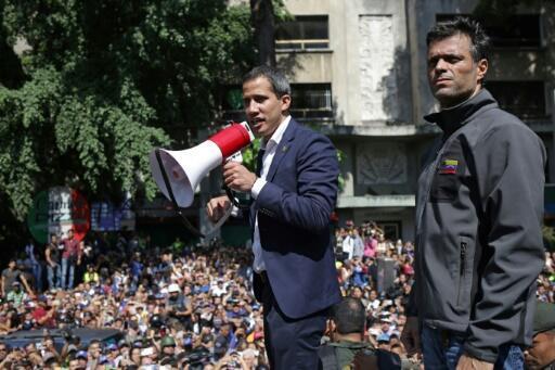 El líder opositor Leopoldo López junto al presidente de la Asamblea Nacional, Juan Guaidó, en Caracas, Venezuela, el 30 de abril de 2019.