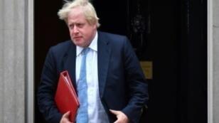 يوريس جونسون وزير الخارجية البريطاني مغادرا مقر الحكومة بلندن في 11 تموز/يوليو 2017