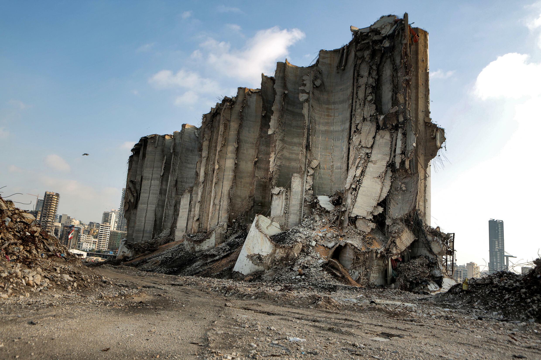 صورة التقطت في 14 تموز/يوليو 2021 لجزء من أهراءات القمح التي دمرت نتيجة الانفجار في مرفأ بيروت
