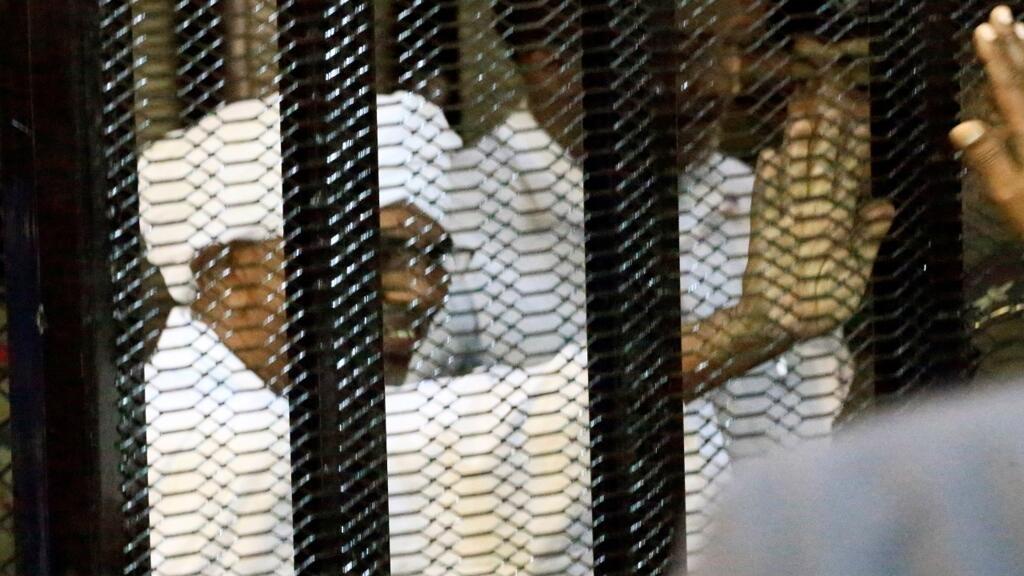 محامو الرئيس السوداني المعزول عمر البشير يطالبون المحكمة بالإفراج عنه بكفالة