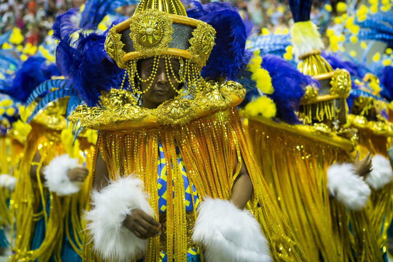 La referencia a los orixás, las divinidades de las religiones afro-brasileñas, están muy presentes en muchas escuelas de samba. Escuela Paraíso de Tuiuti (Carnaval 2018).