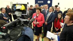 La présidente du DUP, Arlene Foster, est interviewée le vendredi 3 mars 2017, à Omagh, en Irlande du Nord.