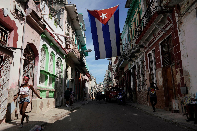 2021-10-08T171939Z_354054601_RC2T5Q9L4GBT_RTRMADP_3_CUBA-PROTESTS