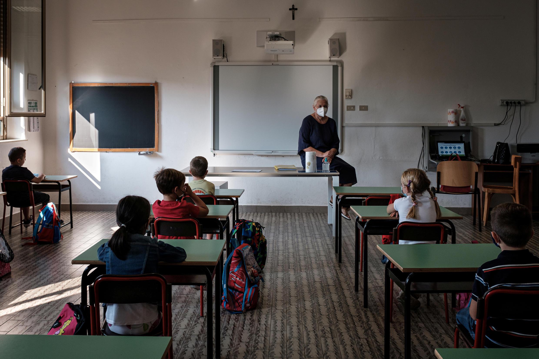 Les enfants de retour à l'école à Santo Stefano, en Lombardie, Italie, le 14 septembre 2020.