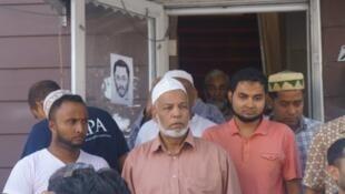 مسلمون تجمعوا بالقرب من مسجد الفرقان الجامع بالكوينز الأحد 14 أغسطس/آب 2016