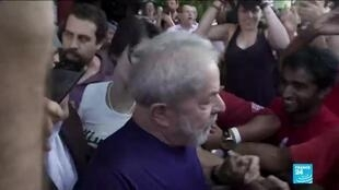 2019-11-09 10:05 Brazil's former president Lula da Silva addressed his supporters after his release from prison