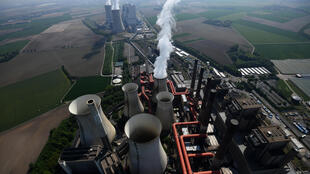 Une centrale thermique à charbon du géant énergétique allemand RWE, à Neurath, en Allemagne de l'Est, le 8 mai 2020