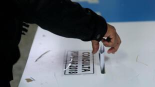 Una de las urnas habilitadas en una escuela de Mixco, cerca de ciudad de Guatemala, durante la jornada de consulta popular que se llevó a cabo el 15 de abril de 2018.