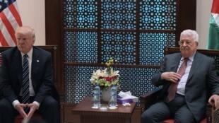الرئيس الأمريكي دونالد ترامب ورئيس السلطة الفلسطينية محمود عباس. الضفة الغربية 23 مايو/أيار 2017.