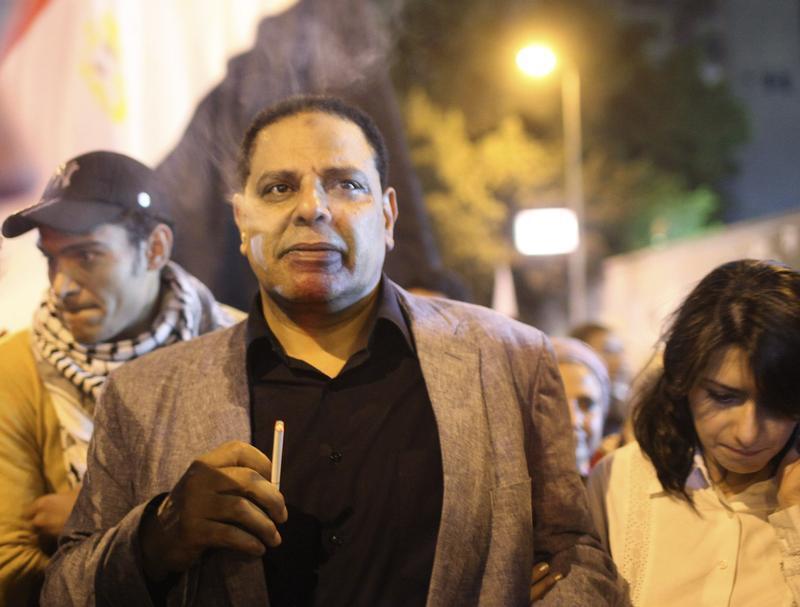 صورة أرشيفية للكاتب المصري علاء الأسواني