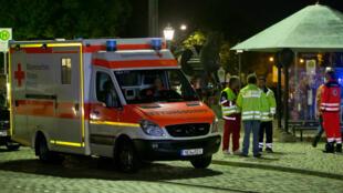 Une ambulance près du lieu de l'explosion provoquée par un réfugié syrien, le 24 juillet, à Ansbach, en Allemagne.