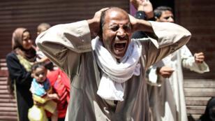 Un Égyptien réagit au verdict d'un précédent procès de masse.