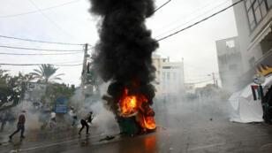 Des affrontements ont eu lieu entre les forces de sécurité libanaises et des manifestants, devant l'ambassade américaine, à Awkar, le 10 décembre.