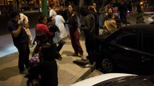 سكان العاصمة مكسيكو خروجوا إلى الشوارع بعد الشعور بالزلزال، 9 أيلول/سبتمبر 2017