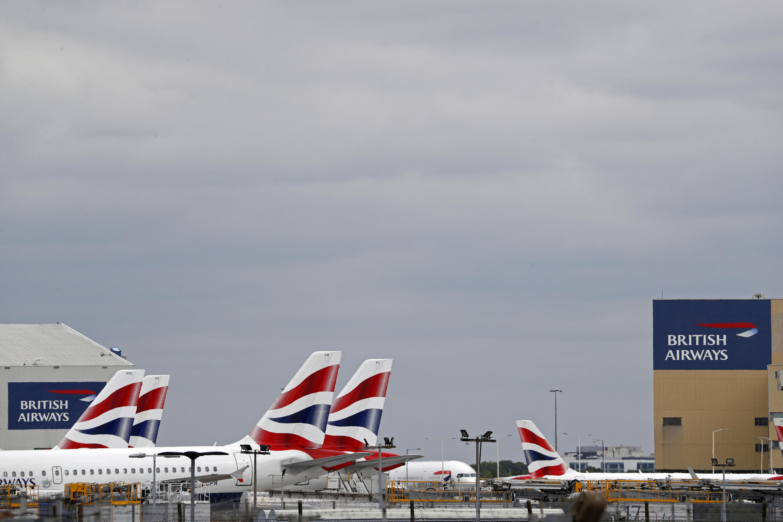 Aviones de la compañía British Airways, fotografiados en el aeropuerto de Heathrow Airport, al oeste de Londres, el 8 de junio de 2020.