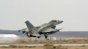 Un F-16 de la coalition saoudienne contre l'organisation de l'État islamique, le 16 février 2015.