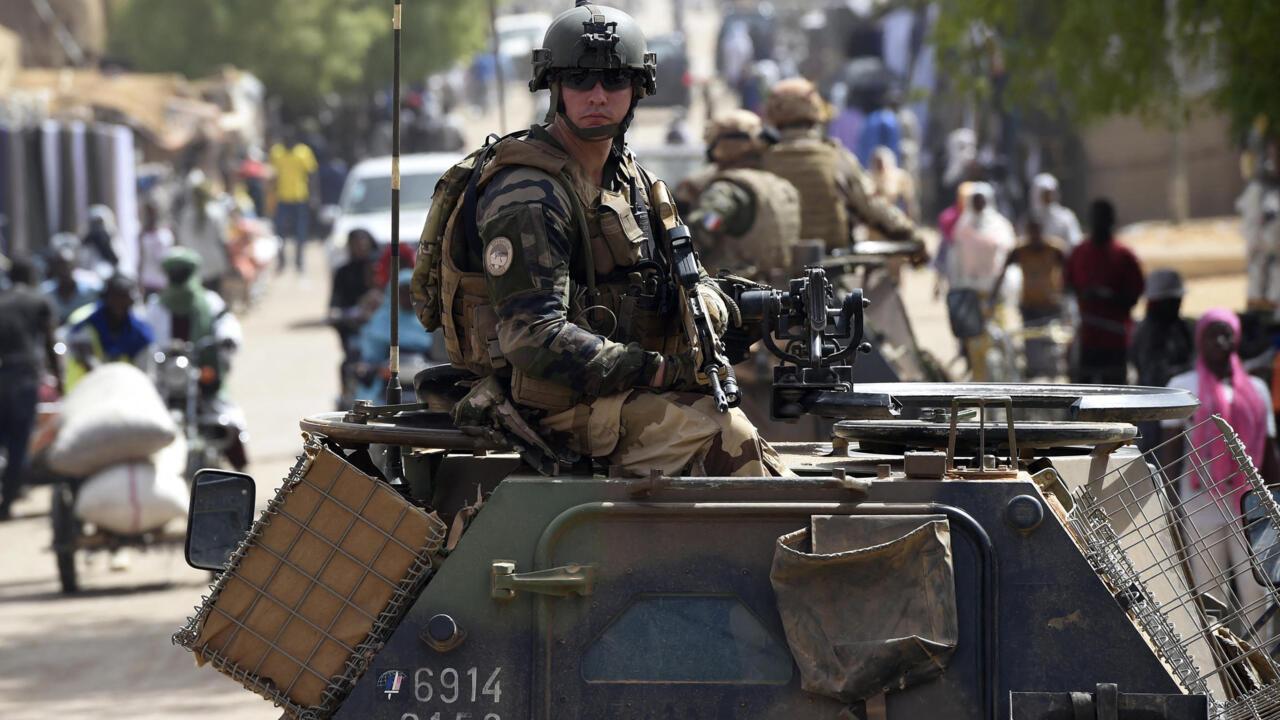 La France annonce la suspension de ses opérations militaires conjointes avec l'armée malienne