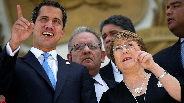 La alta comisionada de la ONU para los derechos humanos, Michelle Bachelet, se reúne con el presidente del Parlamento, Juan Guaidó, en Caracas, Venezuela, el 21 de junio de 2019.