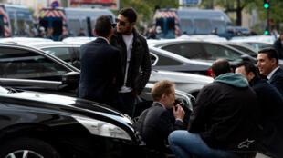 Les chauffeurs d'Uber protestent pour la deuxième fois depuis le début du mois d'octobre contre la baisse des tarifs imposée par la société américaine à Paris.