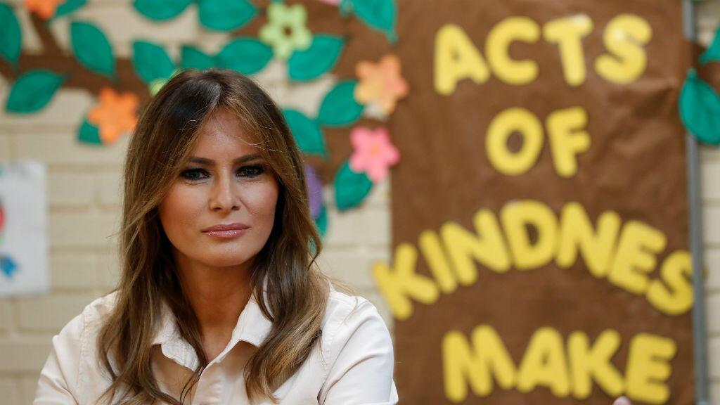 """La primera dama de EE. UU., Melania Trump, visitó los Servicios Sociales Luteranos del Centro de Niños """"Upbring New Hope"""" del Sur mientras estuvo en el área fronteriza de su país con México en McAllen, Texas, el 21 de junio de 2018."""