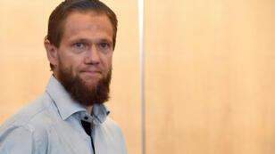 Le prêcheur salafiste Sven Lau, qui se fait appeler Abou Adam, lors du premier jour de son procès pour soutien au terrorisme en Allemagne.